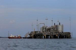 Petróleo venezolano bajó hasta los 54,76 dólares por barril