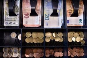Bancos venezolanos podrán vender al público 1.000 euros diarios