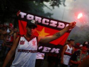 Hinchas del Flamengo rinden homenaje a los diez juveniles fallecidos durante incendio (Fotos y videos)