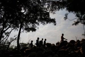 Venezolanos continúan regresando por el Puente Internacional y trochas