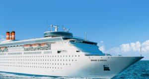 Denuncian que el régimen cubano impidió atracar a un crucero con médicos que desertaron