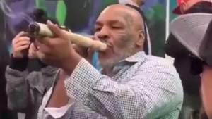"¡Lo más fumado que verás hoy! Myke Tyson se ""empinó"" un mega porro de marihuana"