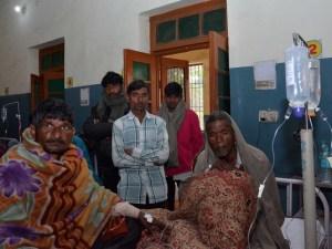 Más de 100 personas mueren en India en un fin de semana por alcohol adulterado