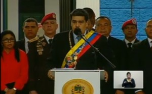 Maduro: EEUU nos robó 30 mil millones de dólares y ahora manda comida podrida