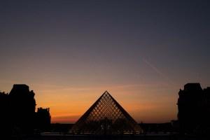 FOTOS: La pirámide del Louvre, 30 años después, es celebrada de forma unánime