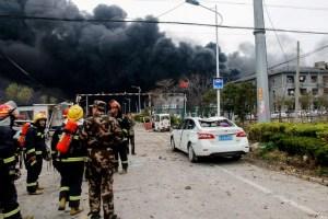 Seis muertos y decenas de heridos por explosión en una planta química en China