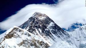 ¡Admirable! Dos islandeses con Covid-19 llegaron a la cima del monte Everest