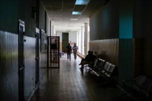 Emergencia: Una noche en un hospital venezolano el día previo a la muerte de la abuela