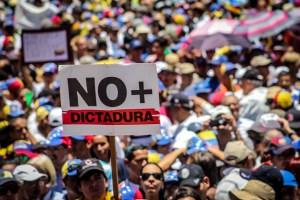 El 91,5% de los venezolanos opina que el país no tiene futuro con Maduro en el poder (Flash Hercon)