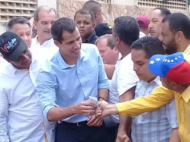 El presidente encargado de Venezuela, Juan Guaidó, en una visita a Coro, capital del estado Falcón. Cortesía.