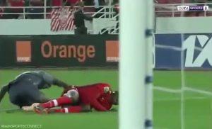 EN VIDEO: La terrorífica lesión de un arquero perturba a sus compañeros de equipo