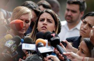 Soley Zambrano solicita a Michelle Bachelet que exija la libertad de su padre