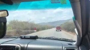 Denuncian que bloquearon la carretera Caracas – Puerto La Cruz con barricadas para robar a los conductores