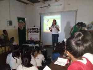 """Estudiantes de la UE San Martín de Porres conocieron las """"Cápsulas para la prevención del VIH"""""""