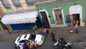 Habitantes de San Agustín corrieron a unos GN que hirieron a una ciudadana y la PNB los atrapó (Video)