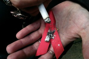 Las personas con VIH son más propensas a sufrir los efectos del tabaquismo