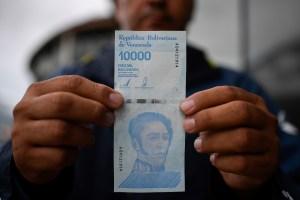 La emisión de los nuevos billetes es el reconocimiento de la hiperinflación, dice Consecomercio