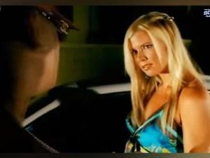 """¡No lo vas creer! Así luce actualmente la sexy protagonista del videoclip """"Mayor que yo"""" (+FOTOS)"""