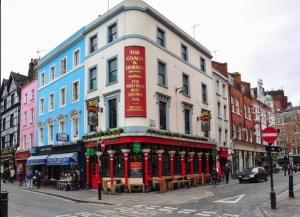 Beber una cerveza desnudo ya es posible en el primer pub nudista de Londres (Imágenes sensibles)
