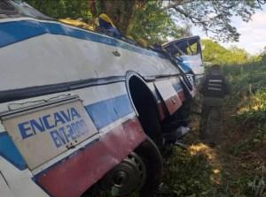 Se eleva a 18 el número de víctimas fatales por vuelco de autobús en Perijá (FOTOS)