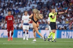 FOTOS: La sexy catirota que interrumpió la final de la UEFA Champions League