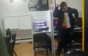"""Mujer en Perú estalla de furia contra venezolanos: """"Como no tienen nada que comer han venido acá"""" (Video)"""