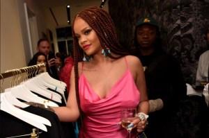 """Rihanna regresó a New York en un sensual vestido para decir """"no más música"""""""