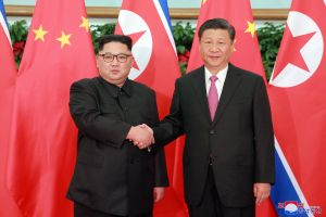 El presidente chino Xi llega a Corea del Norte para la cumbre con Kim Jong Un