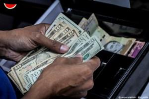 La moneda venezolana pierde 24,51 % de su valor frente al dólar en una semana