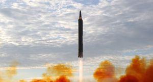 Corea del Norte dispara proyectiles no identificados al mar