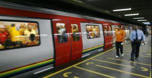 ¡Sin guantes, ni herramientas! Así trabajan los Obreros del Metro de Caracas (Video)