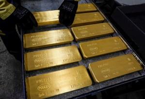 El oro supera la barrera de 1.800 dólares por onza por primera vez desde 2011