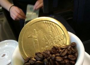 Euros en efectivo, la nueva fórmula de Venezuela para sortear sanciones de EEUU