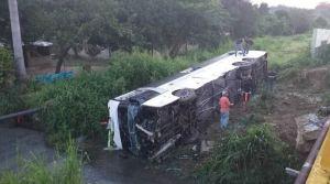 Volcamiento en la ARC dejó 15 pasajeros lesionados (FOTOS)