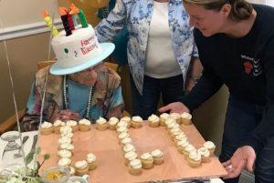 Mujer que cumplió 111 años reveló su secreto para una larga vida