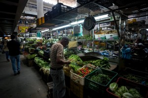 Cendas: El salario mínimo alcanza para comprar el 2% de la comida necesaria