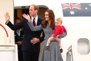 William y Kate toman vuelo comercial para visitar a la Reina tras criticas contra Harry y Meghan