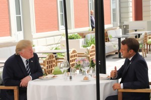 Macron y Trump mantienen un primer cara a cara conciliador en el G7