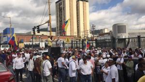 Comienza concentración en Valencia a la espera de Juan Guaidó #24Agos