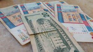 El Peso Cubano Convertible pierde valor ante el dólar en el mercado informal cubano