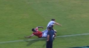 Así fue la ESCALOFRIANTE lesión de un futbolista de la segunda división de Brasil (Video)