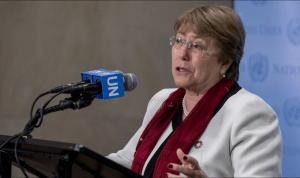"""Bachelet insta al diálogo y pide a los chilenos que protesten """"de forma pacífica"""""""