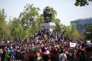 Miles de manifestantes copan el centro de Santiago en el cuarto día de protestas en Chile (VIDEO)
