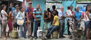 En Lara denuncian venta de bombonas de gas en 15 dólares