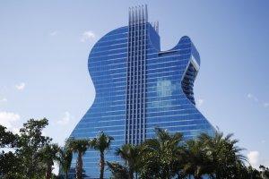 Primer hotel con forma de guitarra del mundo abre a lo grande en EEUU