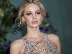 ¡Upsy-daisy! …parte 2: A Jennifer Lawrence también se le escaparon unas foto-pezón