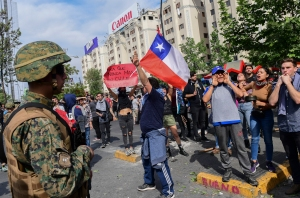 Piñera anunció suspensión del alza de los pasajes del Metro en Santiago