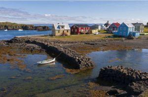 La solitaria isla de seis habitantes que fue elegida como el mejor destino en 2020 (Fotos)