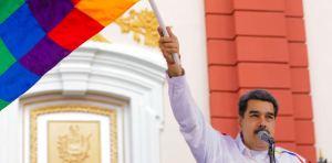 Un Maduro tartamudo intentó explicar LEYENDO el significado de la Bandera Wiphala (Video)