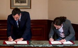 Pedro Sánchez firma acuerdo con Pablo Iglesias para formar Gobierno en España (Fotos)